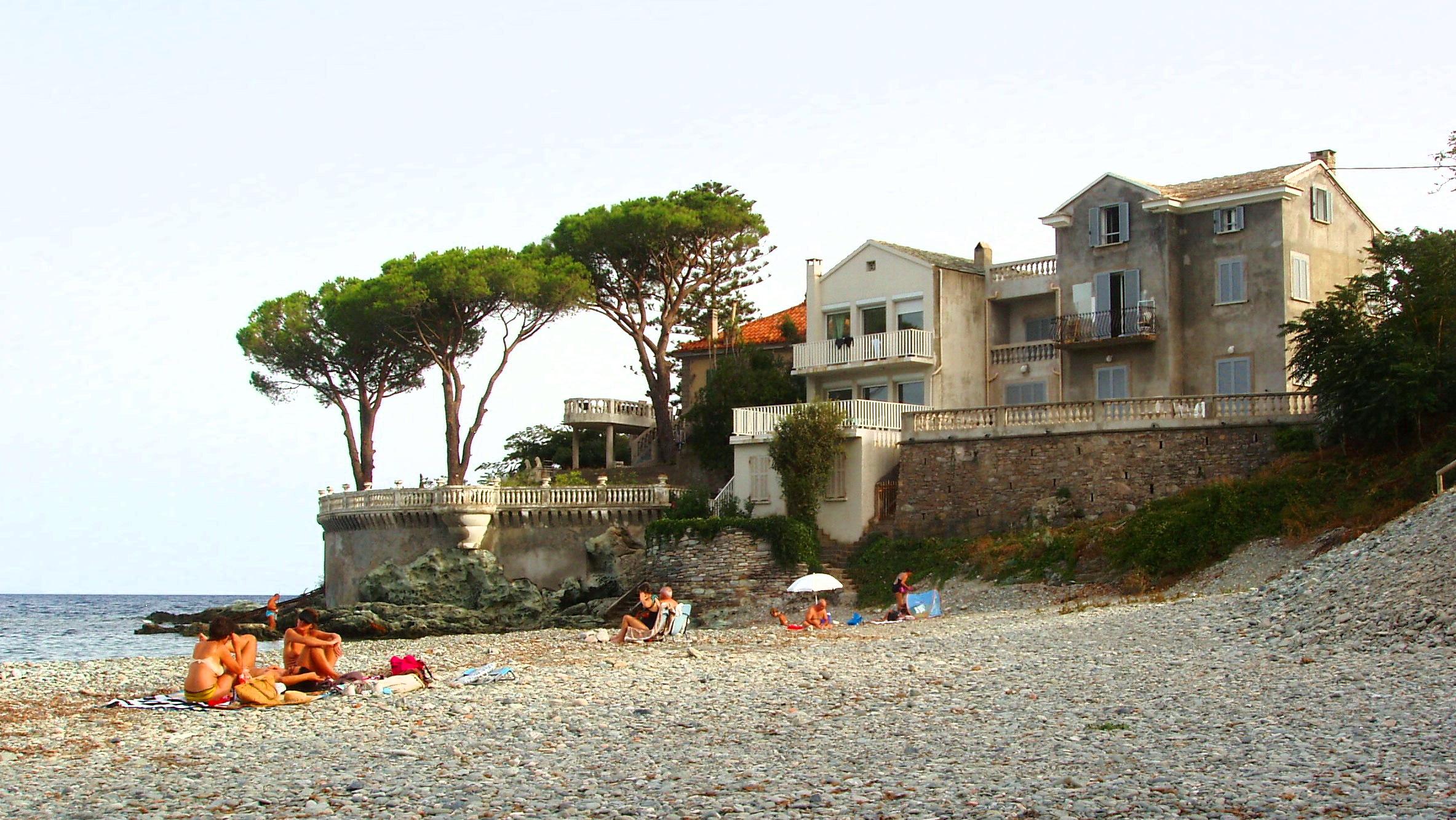 Beach in Corsica - photo:Lillian Kennedy
