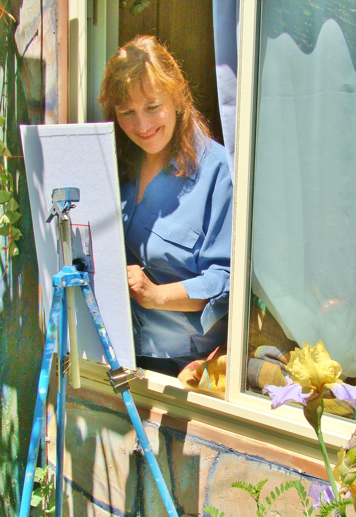 Lillian Kennedy painting plein air and in the studio simulaneously